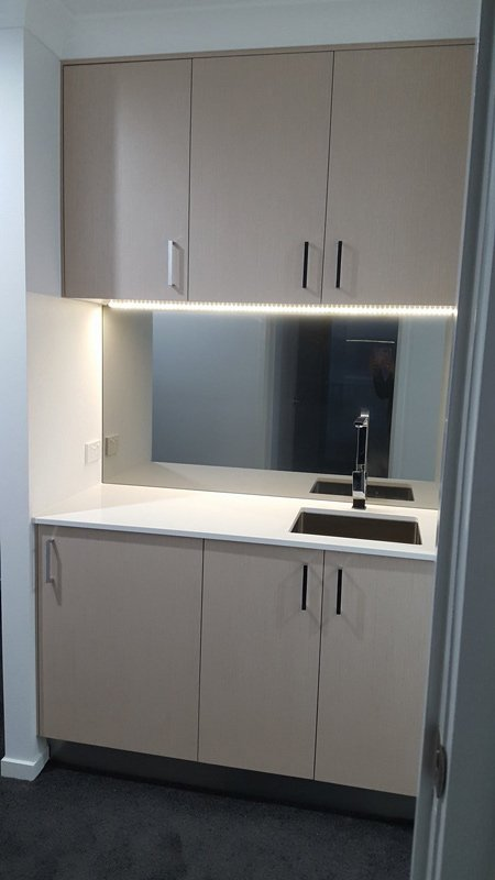 Sink-countertop-cuboards-mirror-450x800