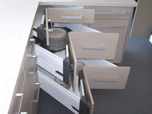 corner-drawers-640x480