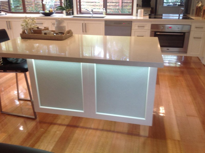 island-with-glowing-lights-under-countertop-800x597
